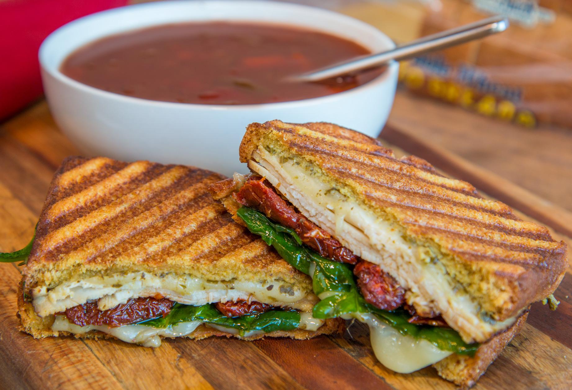 Topli sendviči s prasom i suhim mesom