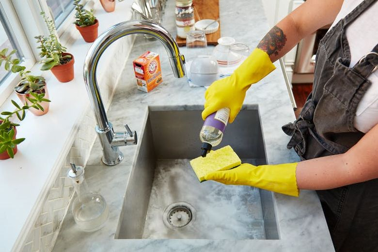 Trikovi u kuhinji: Ulje i so za blistav sudoper