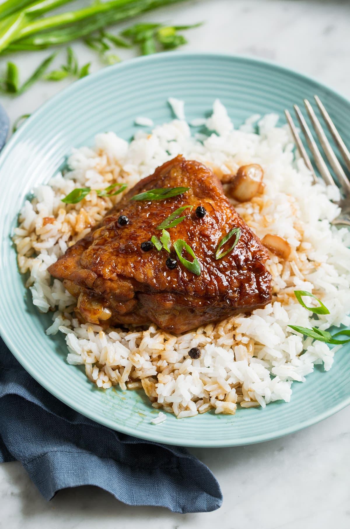 Piletina sa umakom od hurmi za ručak