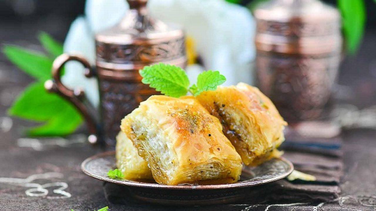 Turska baklava sa pečenim lješnicima, bademima i orasima