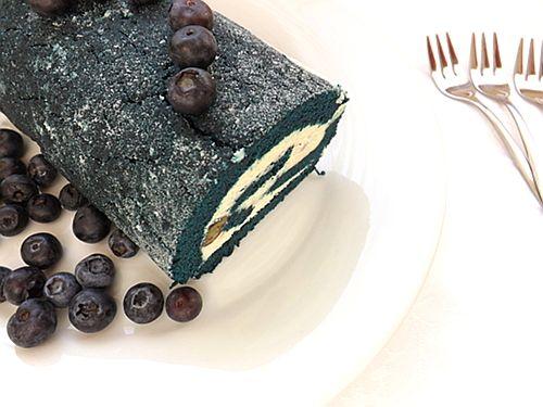 Rolada s borovnicama, mascarponeom i čokoladom za desert